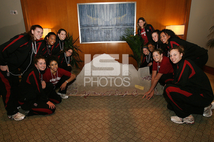 3 April 2008: Jeanette Pohlen, Hannah Donaghe, Melanie Murphy, Cissy Pierce, Ashley Cimino, Morgan Clyburn, Michelle Harrison, JJ Hones, Candice Wiggins, Jillian Harmon, Jayne Appel, Rosalyn Gold-Onwude, and Kayla Pedersen at the Westin Harbour Island Hotel during Stanford's travel day to the 2008 NCAA Division I Women's Basketball Final Four in Tampa Bay, FL.
