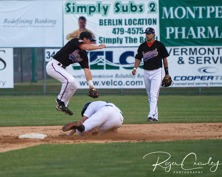 The Newport Gulls jumped out to a 9-0 lead and never looked back as they defeated Vermont 17-7 at Montpelier Recreation Field in New England Collegiate Baseball League (NECBL) action on Tuesday night.