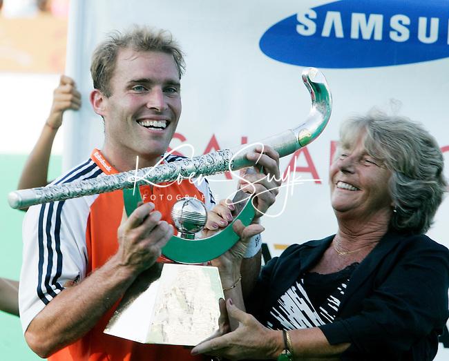 2006 Champions Trophy ; Jeroen Delmee met Els van Breda Vriesman (president FIH). © koen suyk