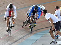 CALI – COLOMBIA – 18-02-2017: Nikita Shurshin de Rusia (2 Der.), recibe instrucciones, durante la prueba del Keirin Varones, en el Velodromo Alcides Nieto Patiño, sede de la III Valida de la Copa Mundo UCI de Pista de Cali 2017. / Nikita Shurshin (2 R) from Russia, receive intuctions, during the Keirin Race at the Alcides Nieto Patiño Velodrome, home of the III Valid of the World Cup UCI de Cali Track 2017. Photo: VizzorImage / Luis Ramirez / Staff.