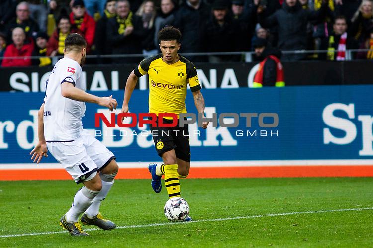 09.02.2019, Signal Iduna Park, Dortmund, GER, 1.FBL, Borussia Dortmund vs TSG 1899 Hoffenheim, DFL REGULATIONS PROHIBIT ANY USE OF PHOTOGRAPHS AS IMAGE SEQUENCES AND/OR QUASI-VIDEO<br /> <br /> im Bild | picture shows:<br /> Jadon Sancho (Borussia Dortmund #7) setzt sich gegen Ermin Bicakcic (Hoffenheim #4) durch, <br /> <br /> Foto &copy; nordphoto / Rauch