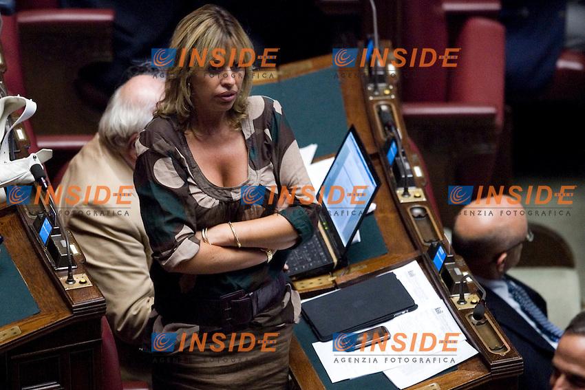 DISCUSSIONE ALLA CAMERA DEI DEPUTATI SUL DECRETO LEGGE RIGUARDANTE L EMERGENZA RIFIUTI IN CAMPANIA ..LA DEPUTATA DEL PDL ALESSANDRA MUSSOLINI..ROMA 19 LUGLIO  2011..PHOTO  INSIDEFOTO..............................