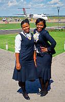 Stewardessen der suedafrikanschen Airline SA Express: SUEDAFRIKA 04.01.2014: Stewardessen der suedafrikanschen Airline SA Express auf dem Flugplatz Bloemfontain
