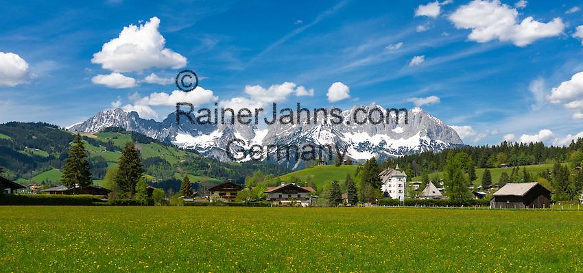 Austria, Tyrol, Reith near Kitzbuehel: Hotel and restaurant Castle Muenichau with Wilder Kaiser mountains | Oesterreich, Tirol, Reith bei Kitzbuehel: Urlaubsort mit Hotel und Restaurant Schloss Muenichau vorm Wilder Kaiser Gebirge