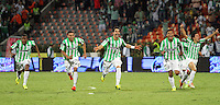 MEDELLÍN -COLOMBIA-21-05-2014. Jugadores del Atlético Nacional corren para celebrar el título como Campeones de la Liga Postobón I 2014 después de derrotar al Atletico Junior en partido de vuelta de la final jugado en el estadio Atanasio Girardot de la ciudad de Medellín./ Atlético Nacional Players run to celebrate as a champions of Postobon League I 2014 after defeated Atletico Junior in the second leg match of the final played at Atanasio Girardot stadium in Medellin city. Photo: VizzorImage / Felipe Caicedo / Staff