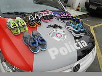 SAO PAULO - SP - 27 DE JUNHO DE 2013 - ROUBO/TIROTEIO, três elementos assaltaram uma loja de artigos esportivos na Av. Pedroso de Moraes - Pinheiros - zona oeste, foram perseguidos pela PM até a Rua Cunha Gago, aonde colidiram com um veículo estacionado havendo aí troca de tiros. Os tres foram presos e um foi baleado no braço e socorrido ao PS do Hospital das Clincas. Ocorrência no 14DP FOTO: MAURICIO CAMARGO