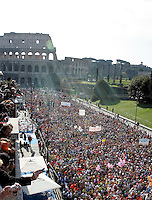 La partenza della Maratona di Roma al Colosseo, 22 marzo 2009..A view of the Rome's Marathon during the start at the Colosseum, 22 march 2009..UPDATE IMAGES PRESS/Riccardo De Luca