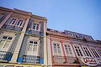 Amanhece em Belém.<br /> Casarões no  Ver o Peso<br /> <br /> O município de Belém,  capital do estado do Pará, outrora denominada Santa Maria de Belém do Grão Pará, foi fundada em 12 de janeiro de 1616 pelo capitão Francisco Caldeira Castelo Branco. De acordo com estimativa do censo 2010 do IBGE a cidade  tem hoje  cerca de 1.402.056 habitantes,    distribuídos entre seu núcleo urbano e suas 39 ilhas.  A região Metropolitana de Belém  conta com mais de 2,3 milhões de habitantes, e tem hoje a maior população metropolitana da Amazônia sendo uma das cidades mais antigas da região.  Situada entre a baia do Guajará e o rio Guamá Latitude:01° 23'.6 Sul Longitude: 048° 29'.5 Oeste. <br /> Belém, Pará, Brasil<br /> Foto Paulo Santos<br /> 11//01/2012