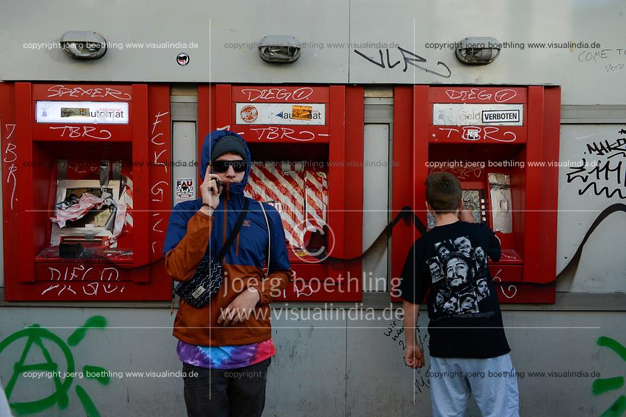 GERMANY, Hamburg, riots during G-20 summit in july 2017, destroyed ATM of Bank Hamburger Sparkasse / DEUTSCHLAND, Hamburg, Schanzenviertel, Krawalle waehrend des G20 Gipfel in Hamburg, zerstoerter Geldautomat der Hamburger Sparkasse