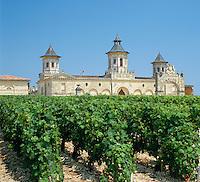 France, Aquitaine, near Bordeaux: Chateau Cos D'estournell | Frankreich, Aquitanien, bei Bordeaux: Chateau Cos D'estourne