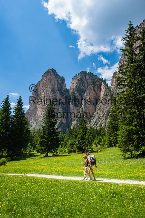 Italy, South Tyrol (Trentino - Alto Adige), Dolomites, near Selva di Val Gardena: Valley Langental (Vallunga) in Puez-Geisler Nature Park, a popular hiking area in summer, South-East towers of Monte Stevia | Italien, Suedtirol (Trentino - Alto Adige), Dolomiten, bei Wolkenstein in Groeden: das Langental (Vallunga) im Naturpark Puez-Geisler, ein Wanderparadies im Sommer, die Suedosttuerme der Stevia (Monte Stevia)