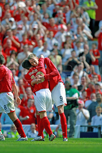 3 June 2006: England striker Peter Crouch celebrates a goal with teammate Michael Owen during the International Friendly match between England and Jamaica played at Old Trafford, Manchester. England won the game 6-0. Photo: Steve Bardens/actionplus...060603 soccer football man men male joy celebrate celebration hug embrace hugging team mate