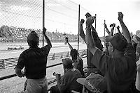 Autodromo di Monza, Gran Premio d'Italia 2001. Tifosi tra il pubblico esultano al passaggio di una monoposto  Ferrari --- Racetrack of Monza, 2001 Italian Grand Prix. Supporters within the spectators cheer the passage of a Ferrari single-seater
