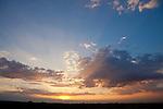 Europa, DEU, Deutschland, Nordrhein Westfalen, NRW, Rheinland, Niederrhein, Toenisberg, Schaephuysener Hoehen, Sommer, Abendstimmung, Himmel, Wolken, Kategorien und Themen, Wetter, Himmel, Wolken, Wolkenkunde, Wetterbeobachtung, Wetterelemente, Wetterlage, Wetterkunde, Witterung, Witterungsbedingungen, Wettererscheinungen, Meteorologie, Bauernregeln, Wettervorhersage, Wolkenfotografie, Wetterphaenomene, Wolkenklassifikation, Wolkenbilder, Wolkenfoto....[Fuer die Nutzung gelten die jeweils gueltigen Allgemeinen Liefer-und Geschaeftsbedingungen. Nutzung nur gegen Verwendungsmeldung und Nachweis. Download der AGB unter http://www.image-box.com oder werden auf Anfrage zugesendet. Freigabe ist vorher erforderlich. Jede Nutzung des Fotos ist honorarpflichtig gemaess derzeit gueltiger MFM Liste - Kontakt, Uwe Schmid-Fotografie, Duisburg, Tel. (+49).2065.677997, ..archiv@image-box.com, www.image-box.com]