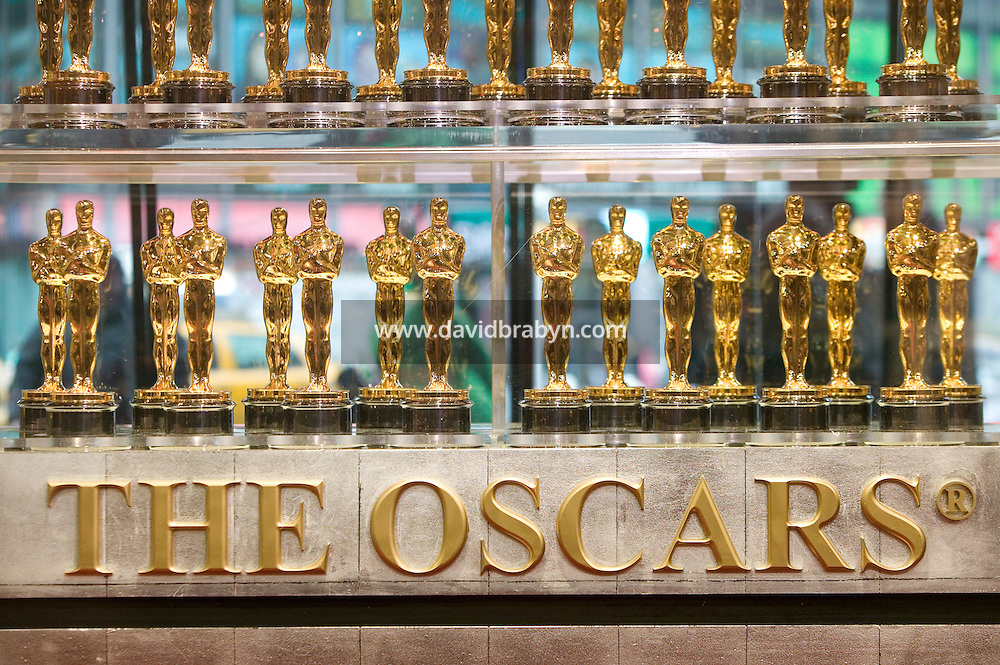 Golden Oscar statuettes stand on display in New York City, USA in a promotional event for the annual Academy of Motion Picture Art and Sciences awards ceremony, 12 February 2007. The 79th Academy Awards ceremony will be held in Los Angeles on 25 February 2007.