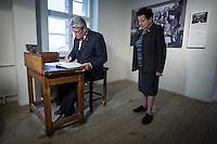 13-11-08 Gauck besucht Otto-Weidt-Museum