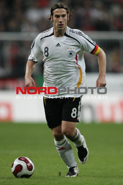 Qualifikation EM 2007 Gruppe: D - Deutschland (GER) vs. Tschechien (CZ). <br /> <br /> Einzelsituation Torsten Frings (Deutschland #8).<br /> <br /> <br /> Foto &copy; nph (  nordphoto  )<br /> <br /> <br /> <br />  *** Local Caption ***