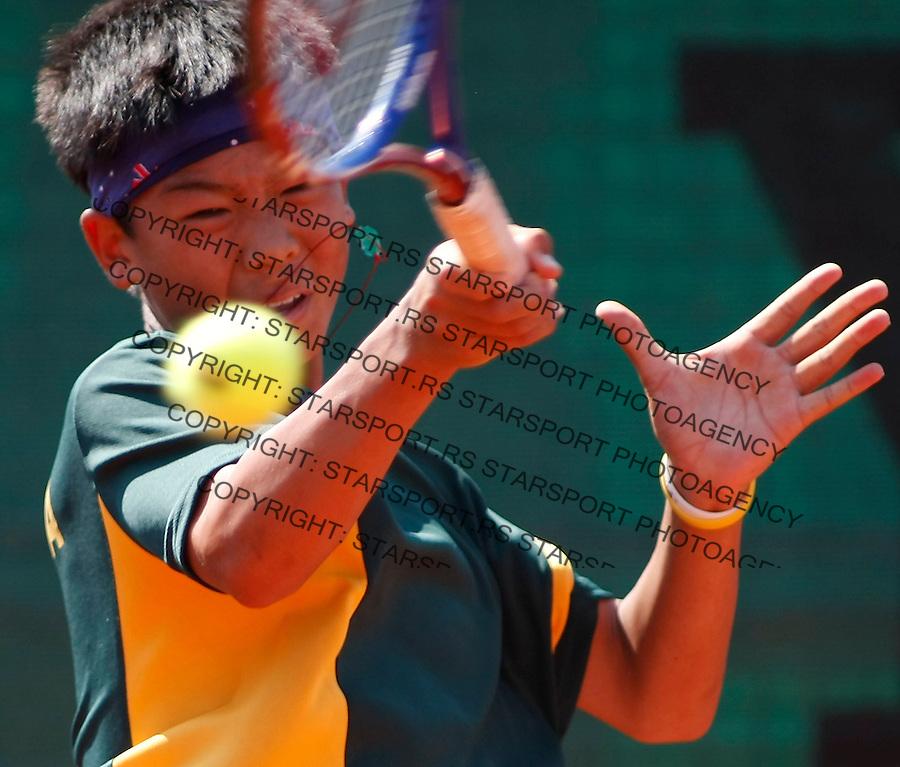 Tenis, World Championship U-14.World U-14 championship.France Vs. Australia.Baptiste Daubigney Vs. Li Tu.Li Tu, returns.Prostejov, 05.08.2010..foto: Srdjan Stevanovic/Starsportphoto ©