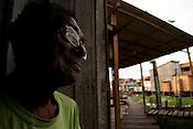 Palafitas e favelas no bairro da Terra Firme.<br /> Olavo de Souza, 78 anos, dez filhos, mora a 22 anos na terra firme trabalhando como carpinteiro na constru&ccedil;&atilde;o de casas nas &aacute;reas invadidas do bairro.<br /> No bairro da Terra Firme um dos mais pobres com o maior &iacute;ndice de viol&ecirc;ncia do estado.<br /> 01/06/2011.<br /> Bel&eacute;m, Par&aacute;, Brasil.<br /> Foto Paulo Santos