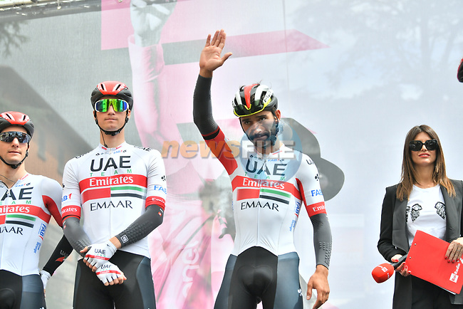 Fernando Gaviria (COL) and UAE Team Emirates sign on before Stage 3 of the 2019 Giro d'Italia, running 220km from Vinci to Orbetello, Italy. 13th May 2019<br /> Picture: Massimo Paolone/LaPresse | Cyclefile<br /> <br /> All photos usage must carry mandatory copyright credit (© Cyclefile | Massimo Paolone/LaPresse)