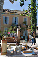 Europe/Provence-Alpes-Côte d'Azur/83/Var/Saint-Tropez: Détail Marché aux Puces  et Antiquités sur  la Place des Lices