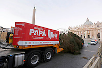 L'albero di Natale, di 25 metri di altezza, proveniente dalla Baviera, prima della sua sistemazione in piazza San Pietro, Citta' del Vaticano, 19 novembre 2015.<br /> A 25-meter tall Christmas tree coming from Bavaria, Germany, lies before to be lift in St. Peter's Square, at the Vatican, 19 November 2015.<br /> UPDATE IMAGES PRESS/Riccardo De Luca<br /> <br /> STRICTLY ONLY FOR EDITORIAL USE