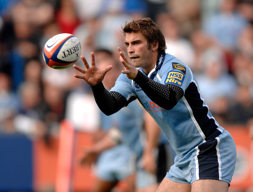 Photo: Richard Lane..Cardiff Blues v London Wasps. EDF Anglo-Welsh Cup. 30/09/2006. .Cardiff's Nicky Robinson catches the ball.