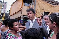 SAO PAULO, SP. 18.12.2014 - HADDAD VISITA O MOINHO - O prefeito de São Paulo, Fernando Haddad visita a favela do moinho no centro da capital paulista na tarde desta quinta-feira, (18). (Foto: Renato Mendes/ Brazil Photo Press)