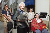 fecha:21-06-2011 En Villalba Ines una afectada por esclerosis ( esclerosis lateral amiotrofica,  ELA). En la imagen Ines a la derecha, con su madre y sus hermanas , delante del negocio familiar. foto:pedro agrelo
