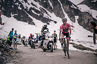 Maglia Rosa / overall leader Simon Yates (GBR/Mitchelton-Scott) cracks riding up the gravel roads of the Colle delle Finestre and loses 15 minutes up this illustrious climb<br /> <br /> stage 19: Venaria Reale - Bardonecchia (184km)<br /> 101th Giro d'Italia 2018