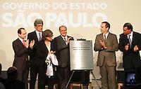 ATENCÃO EDITOR: FOTO EMBARGADA PARA VEICULO INTERNACIONAL - SÃO PAULO, SP, 05 NOVEMBRO 2012 - TRANSFERÊNCIA DO ED ERMÍNIO DE MORAES PARA O GOVERNO DO ESTADO   - O governador Geraldo Alckmin assinou nessa segunda-feira, o termo de transferência do Edifício Ermírio de Moraes para o Governo do Estado e a seguir descerrou a placa de transferência. O prédio, localizado na praça Ramos de Azevedo, abrigará a Secretaria da Agricultura e faz parte do plano de revitalização do centro de São Paulo. Na região central da cidade nessa, segunda 5. (FOTO: LEVY RIBEIRO / BRAZIL PHOTO PRESS)
