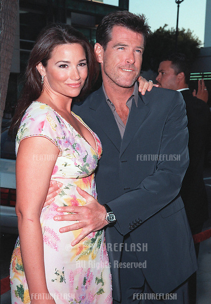 "27JUL99:  Actor PIERCE BROSNAN & girlfriend KEELEY SHAYE SMITH at the world premiere, in Beverly Hills, of his movie ""The Thomas Crown Affair"" in which he stars with Rene Russo..© Paul Smith / Featureflash"