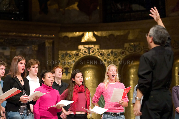 Steve Sono leads Stanford Chorale in Memorial Church