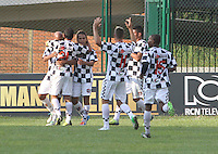 FLORIDABLANCA -COLOMBIA, 01-02-2014.  Jugadores del Boyaca Chico celebran un gol en contra de Alianza Petrolera durante del partido por la fecha 1 de la Liga Postobon I 2014, jugado en el estadio Alvaro Gomez Hurtado de la ciudad de Floridablanca./ Boyaca Chico players celebrate a goal against Alianza Petrolera during a match for the 1th date of the League Postobon 2014 I played at Alvaro Gomez Hurtado stadium in Floridablanca city. Photo:VizzorImage / Duncan Bustamante / STR