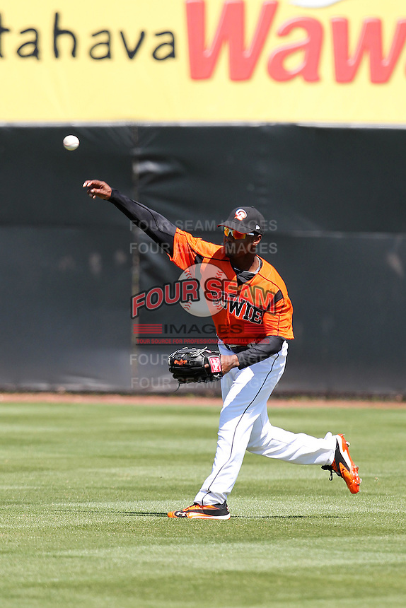 Bowie BaySox outfielder L.J. Hoes #28 during practice before a game against the Harrisburg Senators at Prince George's Stadium on April 8, 2012 in Bowie, Maryland.  Harrisburg defeated Bowie 5-2.  (Mike Janes/Four Seam Images)