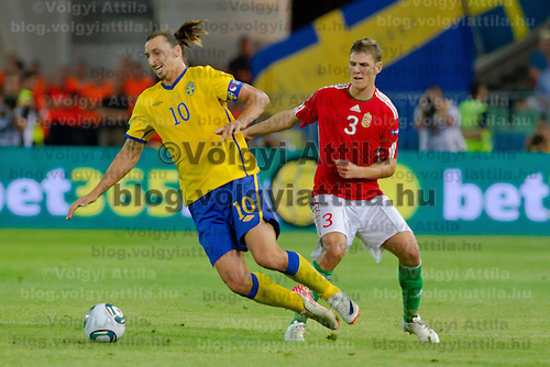 Sweden's Zlatan Ibrahimovic (L) fights for the ball with Hungary's Zsolt Korcsmar (R) during the UEFA EURO 2012 Group E qualifier Hungary playing against Sweden in Budapest, Hungary on September 02, 2011. ATTILA VOLGYI
