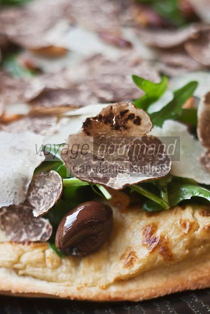 Europe/France/Provence-Alpes-Côte d'Azur/06/Alpes-Maritimes/ Mougins: Pizza à la truffe et roquette  recette de Denis Fétisson  du Restaurant: La Place de Mougins
