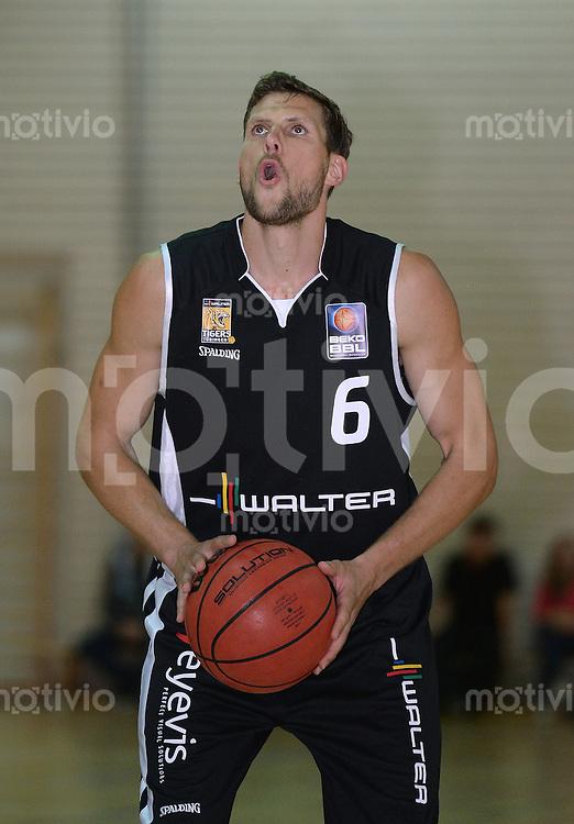 Basketball 1. Bundesliga 2013/2014  28.08.2013 Testspiel Kirchheim Knights - Walter Tigers Tuebingen Nils Mittmann (Tigers) mit Ball