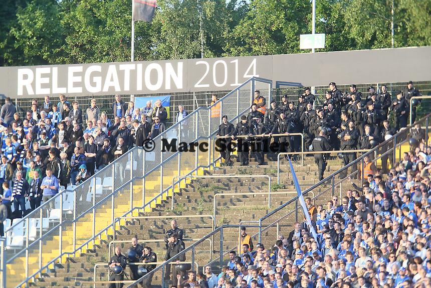 große Polizeiräsenz zur Relegation - SV Darmstadt 98 vs. Armina Bielefeld, Stadion am Böllenfalltor