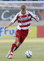 14 May 2005: Ronnie O'Brien of FC Dallas in action against Earthquakes at Spartan Stadium in San Jose, California.   Earthquakes tied FC Dallas, 0-0.   Credit: Michael Pimentel