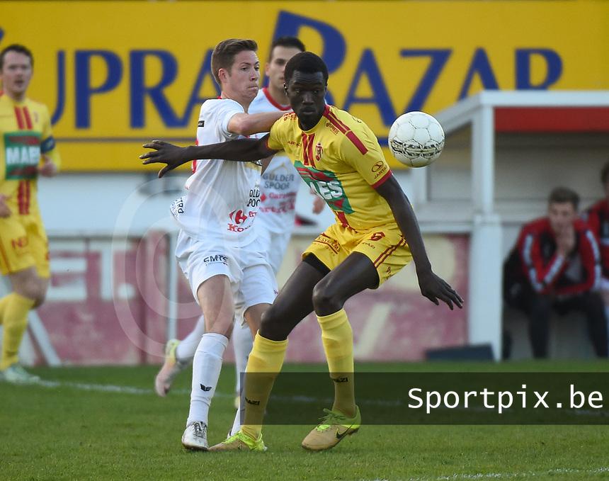 FC GULLEGEM - SV BORNEM :<br /> Jonathan Stael (L) en Malick Gaye (R) strijden om de bal<br /> <br /> Foto VDB / Bart Vandenbroucke