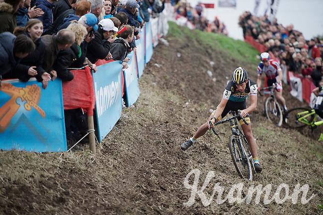 Tom Meeusen (BEL/Telenet-Fidea) gets through the end of this tricky slope as race leader as Sven Nys (BEL/Crelan-AAdrinks) crashed ahead of him into the barricades<br /> <br /> Jaarmarktcross Niel 2015  Elite Men & U23 race