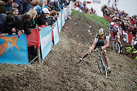 Tom Meeusen (BEL/Telenet-Fidea) gets through the end of this tricky slope as race leader as Sven Nys (BEL/Crelan-AAdrinks) crashed ahead of him into the barricades<br /> <br /> Jaarmarktcross Niel 2015  Elite Men &amp; U23 race