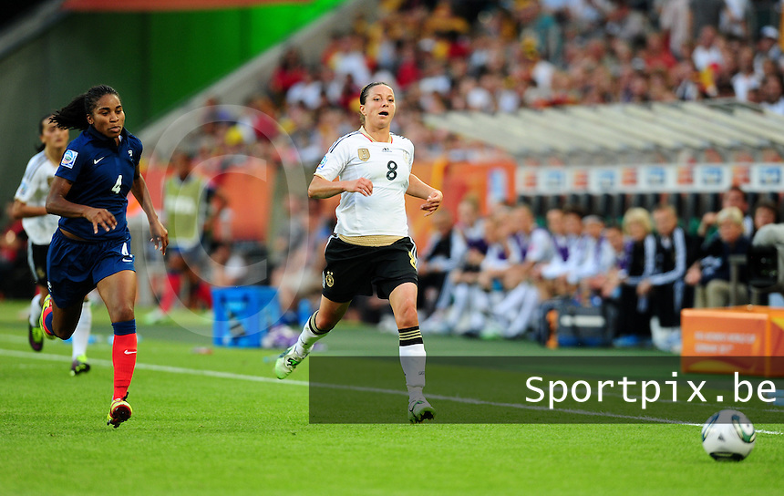 Fifa Women's World Cup Germany 2011 : France - Germany ( Frankrijk - Duitsland ) at Munchengladbach World Cup stadium : Inka GRINGS en Laura GEORGES in een spurtduel.foto DAVID CATRY / Vrouwenteam.be