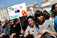 Banners there is no planet b<br /> Rome April 19th 2019. Fridays for Future Climate Strike in Rome, Piazza del Popolo.<br /> photo di Samantha Zucchi/Insidefoto