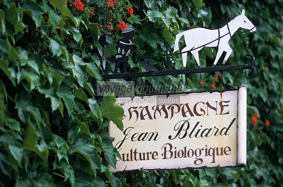 Europe/France/Champagne-Ardenne/51/Marne/Hautvilliers: Détail enseigne d'un vigneron culture biologique Jean Bliard représentant le travail de la vigne avec la charrue et le cheval - Champagne de la vallée de la Marne - [labour à la charrue]