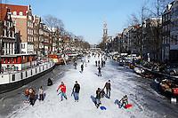 Schaatsen op de Prinsengracht in Amsterdam