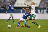 FUSSBALL   1. BUNDESLIGA   SAISON 2013/2014   8. SPIELTAG FC Schalke 04 - FC Augsburg                                05.10.2013 Max Meyer (li, FC Schalke 04) gegen Kevin Voigt (re, FC Augsburg)