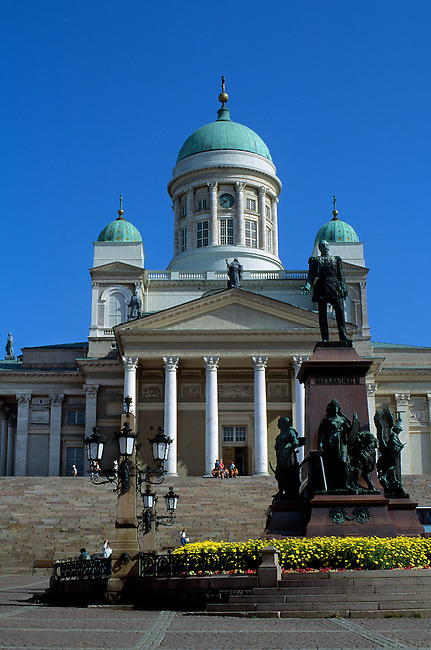 FINLAND, HELSINKI, DOWNTOWN, SENATE SQUARE, CATHEDRAL