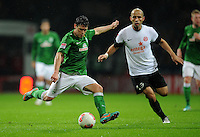 USSBALL   1. BUNDESLIGA    SAISON 2012/2013    10. Spieltag   Werder Bremen - FSV Mainz 05                             04.11.2012 Zlatko Junuzovic (SV Werder Bremen)  gegen Elkin Soto (re, Mainz)